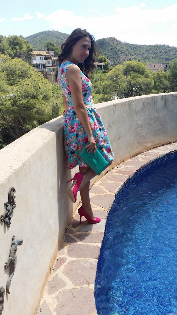 vestido de flores, blusa blanca, azul agua, rosa, stilettos fucsia, clutch verde agua, floral dress, white blouse, blue water, pink, fuchsia stilettos, green water clutch, Traka Barraka, Zara, Bimba & Lola, Suiteblanco