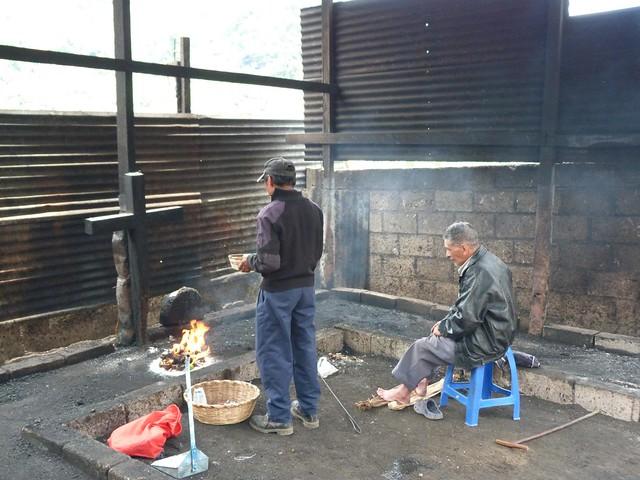 Ritual maya en Zunil (Quetzaltenango, Guatemala)