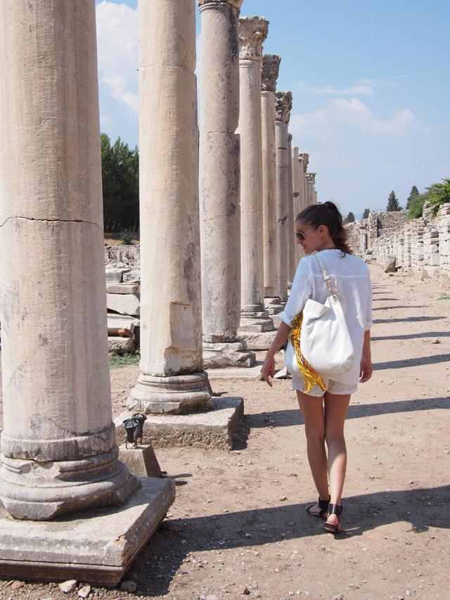 3 summer style inspiration all white ephesus travel style