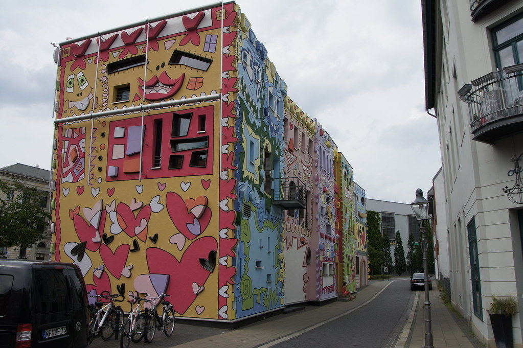 Images Meet Colorful Rizzi - The Happiest House in The World - YourAmazingPlaces.com 7