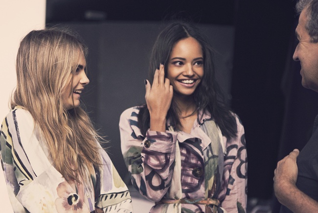 3 Cara Delevingne and Malaika Firth behind the scenes on the Burberry Autumn_Winter 2014 campaig_002
