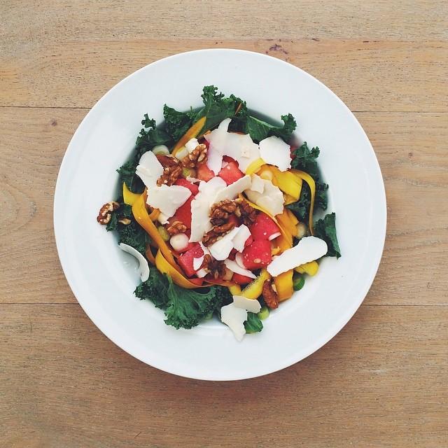 Watermelon week, vegetarian salad. Watermelon, yellow courgette, salted ricotta cheese, kale, spring onions, walnuts, extra virgin olive oil, balsamic vinegar. #vegetarian #salad #happydesksalad #desklunch #desk #veg #nutrition #nutritionist #notsdadesklu