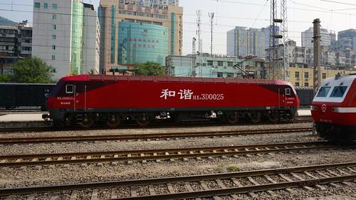 即将担当北宝成线新一代主力的HXD3电力机车。