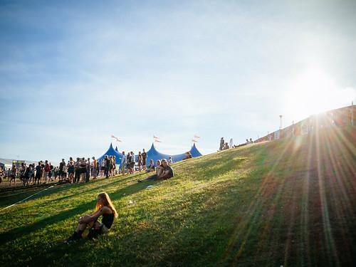 travel summer people music sunlight grass festival rock finland europe live hill crowd olympus tent flare joensuu ep1 ilosaarirock pohjoiskarjala northkarelia bodycaplens olympus15mmf8 tähtitelttta ilosaarirock2014