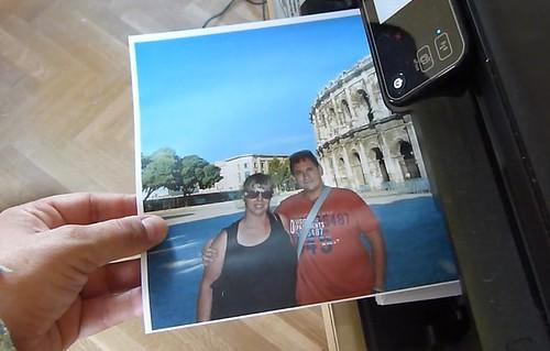 Imprimiendo una foto de Rebeca y mía en Nimes