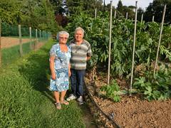 """Domenico e sua moglie Marina orgogliosi davanti ai loro """"alberi"""""""