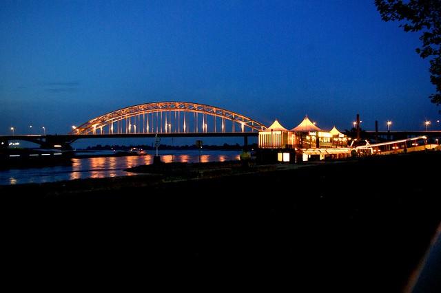 Ponte ad arco sul Wall_Nijmegen