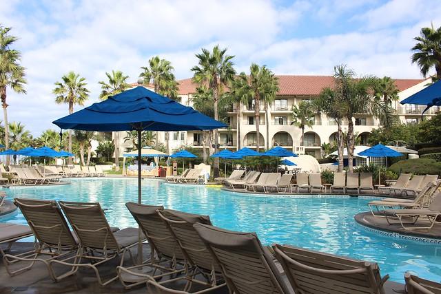 hyatt-regency-huntington-beach-resort-spa-pool