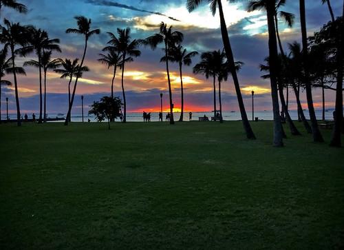 sunset kapiolanibeachpark hawaii oahu sky clouds horizon kalakauaavenue waikiki honolulu silhouette ipad ipadair