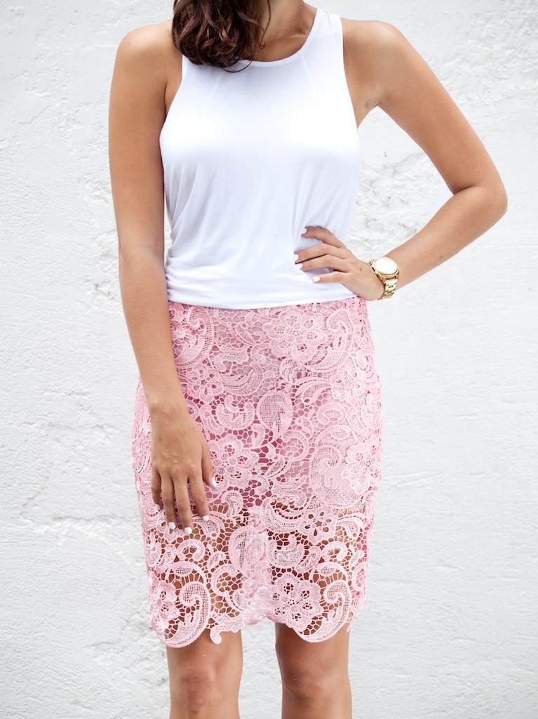 Make a lace pencil skirt www.apairandasparediy.com