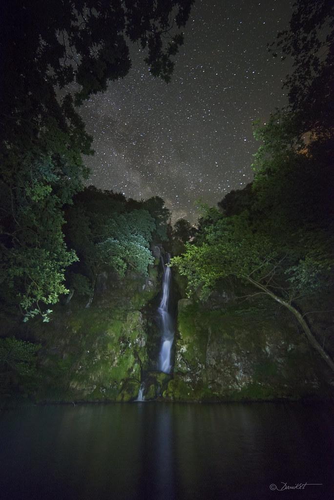 Salto de agua de O Pozo da Ferida por Dani Caxete
