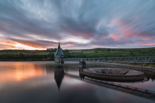 uk longexposure southwales wales canon nationalpark britain cymru reservoir breconbeacons gloryhole tulpe spillway langzeitbelichtung plughole stausee trompete staudamm 70d pontsticillreservoir valvetower bellmouth oliverherbold hochwasserentlastungsturm überfalltrichter
