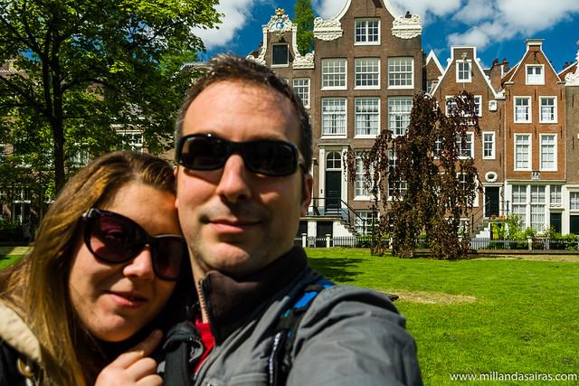 Disfrutando del sol en Begijnhof