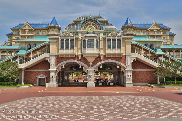 Tokyo May 2014 - Heading to DisneySea