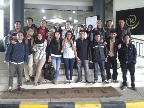 Feri Sulianta with utama students 02
