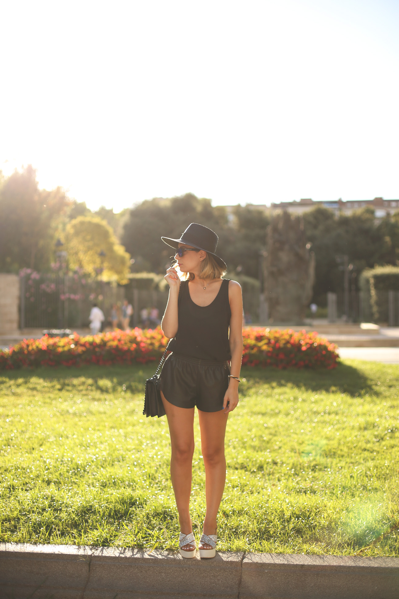 total black, summer look, outfit, summer 2014, leather shorts, tee, fedora hat, wedges, glitter, outfit