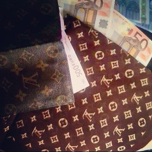 Louis life  #louisvuitton #euro #billet #rich #new #goodday #lv #young #youngmoney #streetlife #kmeofficiel #kme #dope #dopeboy #streetlife #swag #style #photooftheday #like4like #new #instaphoto #me #my #style#love #nice #instago#tweegram#igers#picofthed