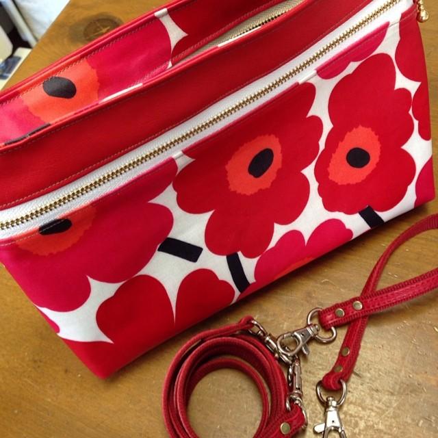 バッグinバッグ   マリメッコと赤い革で。娘さんの要望に応えて仕上がりました〜