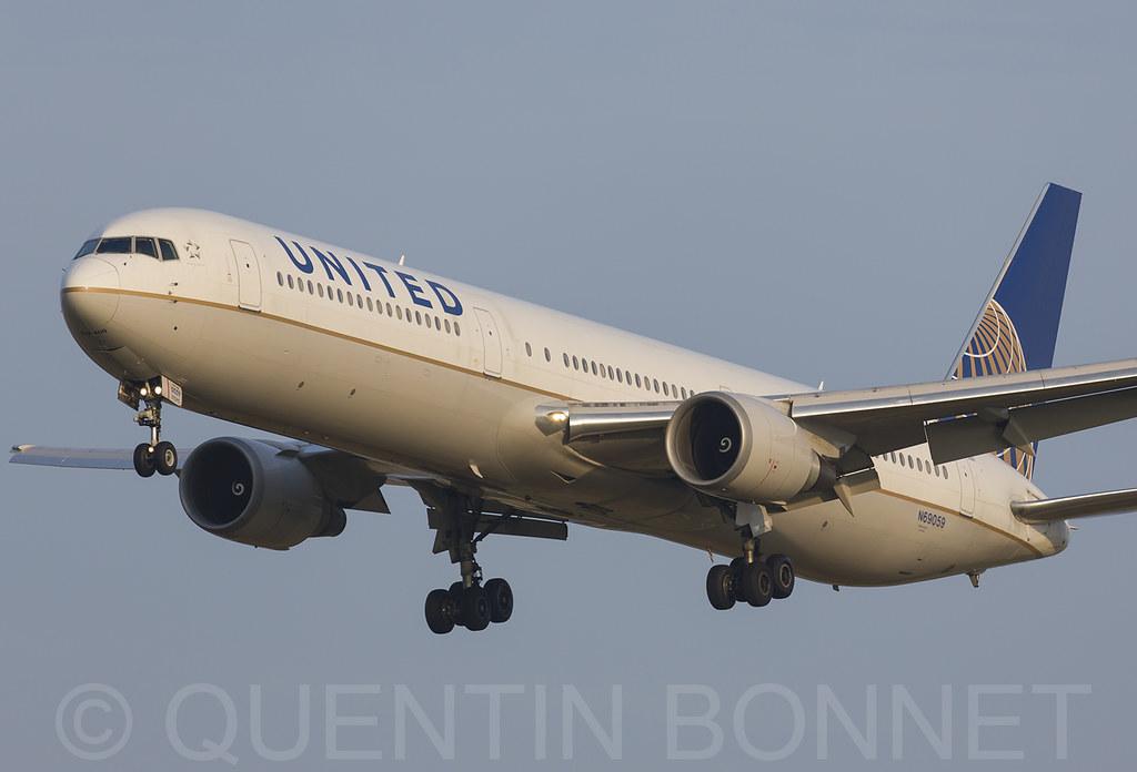 United Airlines Boeing 767-424(ER) N69059