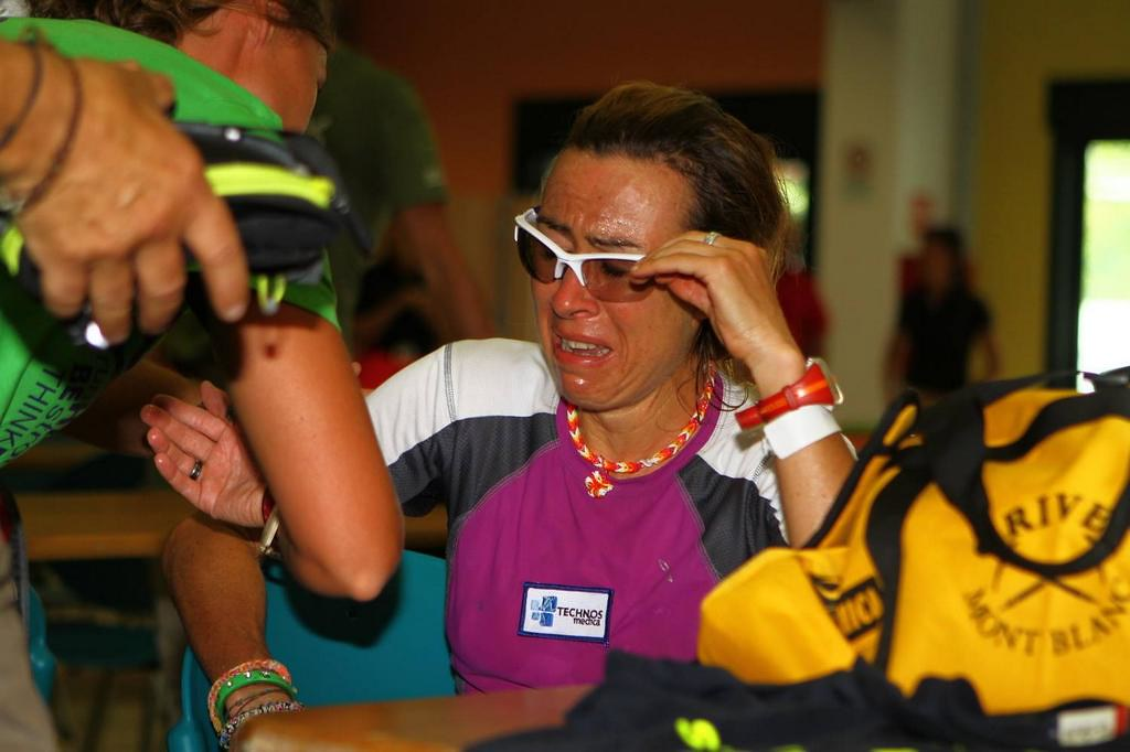 Απαρηγόρητη η Francesca Canepa ακούει τις κατηγορίες για χρήση αυτοκινήτου!!!! (c) skialper