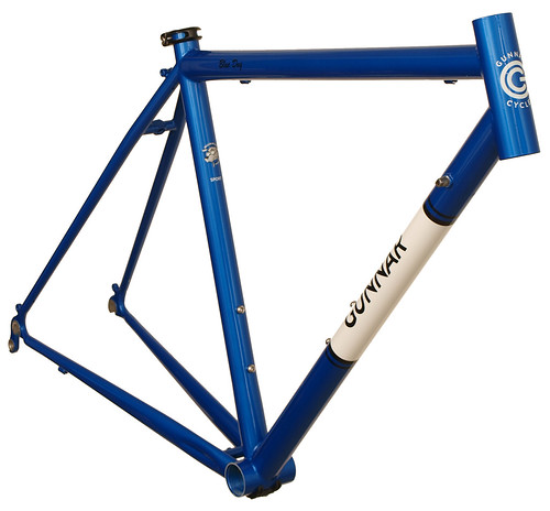 <p>Front view of Gunnar Sport in Gunnar Blue with White downtube panel and black Bullseye decals.  The Sport is ideal for long distances in comfort.</p>