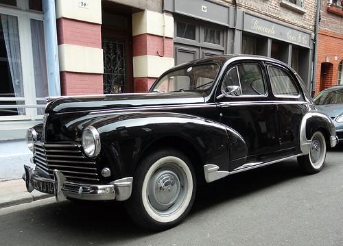 DSC03478 - La Peugeot 203, apparue en 1948, est une automobile de tourisme développée par le constructeur français Peugeot.