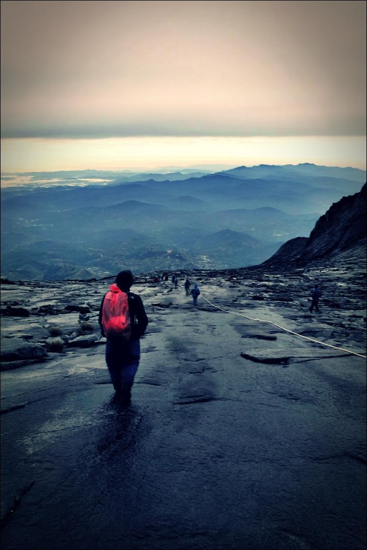 산 아래로 향하는 길-'키나발루 산 등정 Climbing mount Kinabalu Low's peak the summit'