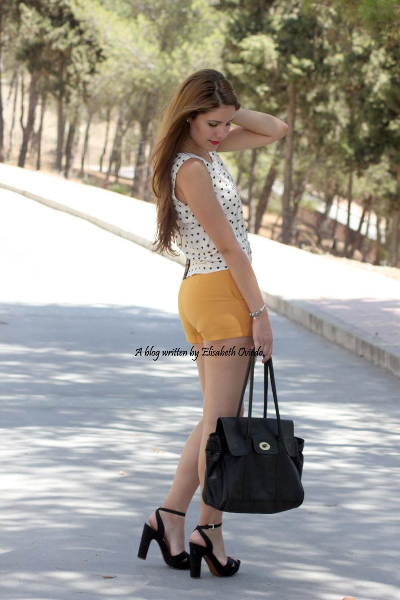 shorts-naranjas-OASAP-y-camisa-de-corazones-heelsandroses--(7)