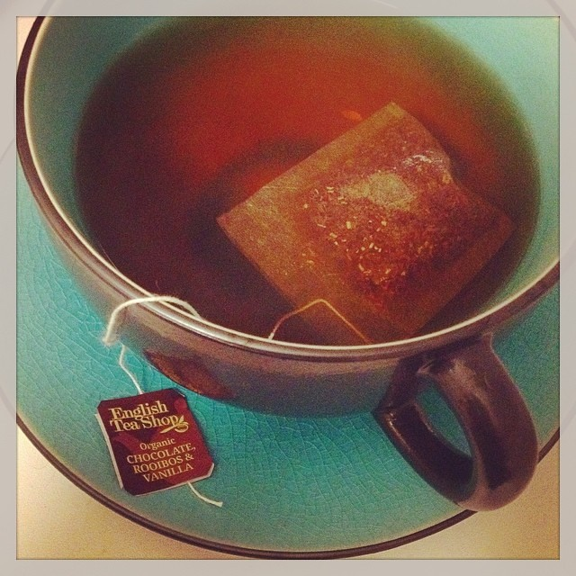 Autumn is coming and new teas summon me at the store... :) #englishteashop #rooibos #chocolate #vanilla #tea #teacup #project365 #autumn