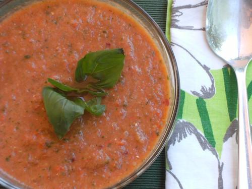 Red bell pepper soup with basil - zuppa fredda di peperoni e basilico