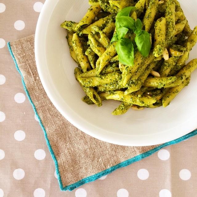 Pesto di olive verdi e buon appetito!