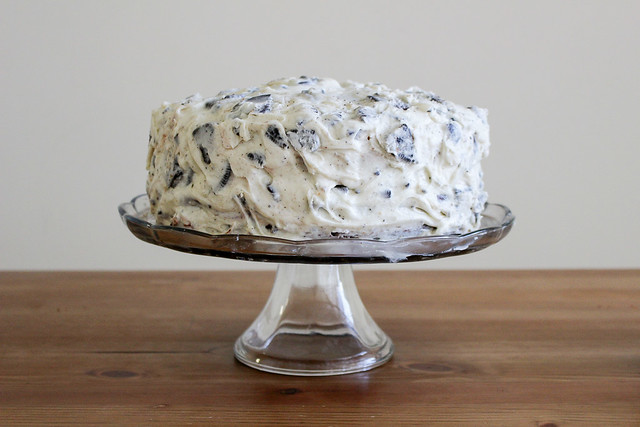 White Chocolate Cookies and Cream Cake | via HeartHomemade.com
