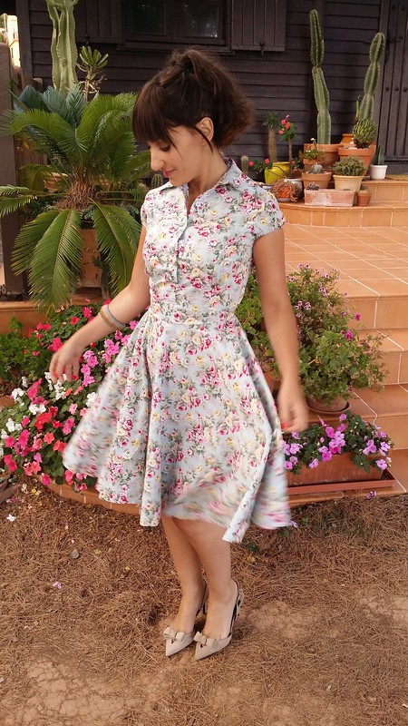 Velvet, retro, vestido pin up floral, zapatos destalonados beige, bolso rosa palo, flequillo postizo, pin up floral dress, beige undercut shoes, pale pink bag, faux fringe, Aliexpress, Uterqüe, Bimba & Lola