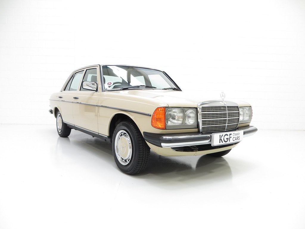 A mercedes benz w123 230e with just 42 346 miles pe1 for Mercedes benz 230e