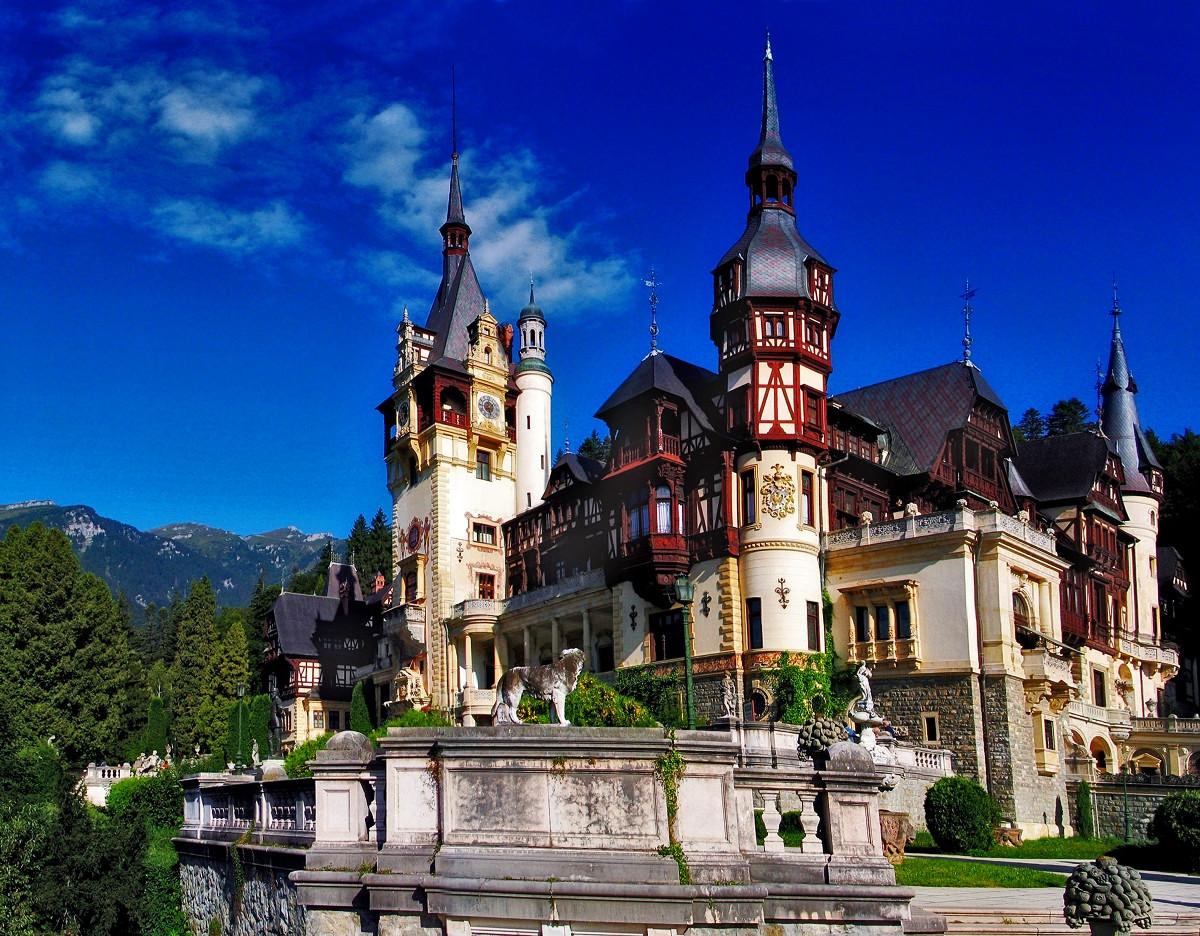 Peleş Castle. Credit Camil72