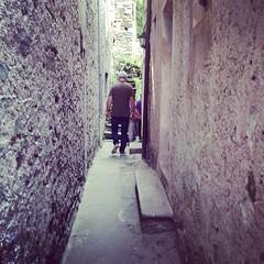 Via stretta #lagomaggiore #giriingiro #isolabella