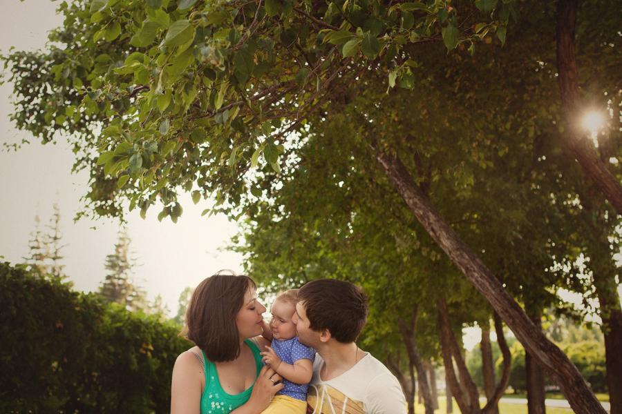 Семейная фотосессия- прогулка по парку, фотосессия в Новосибирске