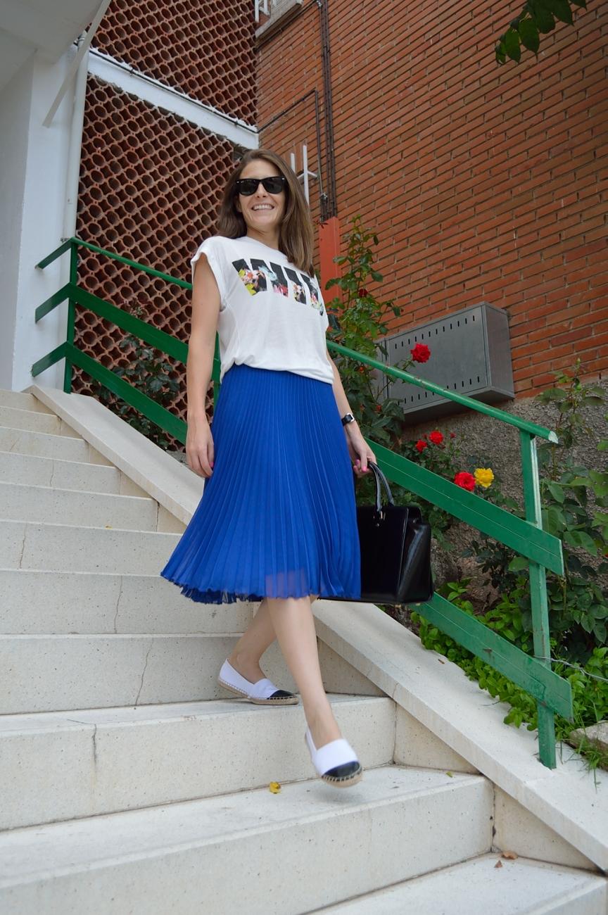 lara-vazquez-madlula-blog-style-fashion-trends-midi-skirt-blue-summer-chic-girl