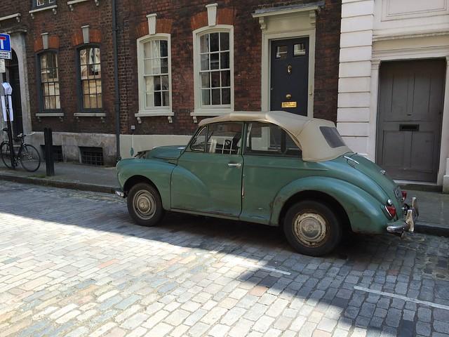iPhone London car