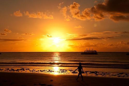 trip morning red woman sun sol praia beach yellow sunrise boat agua paradise barco ride mulher wave sunny places vermelho amarelo lugares viagem viagens calma paraiso passeio maceio atlantico maragogi onda alagoas manha calmaria nascedosol costademaceioalagoas