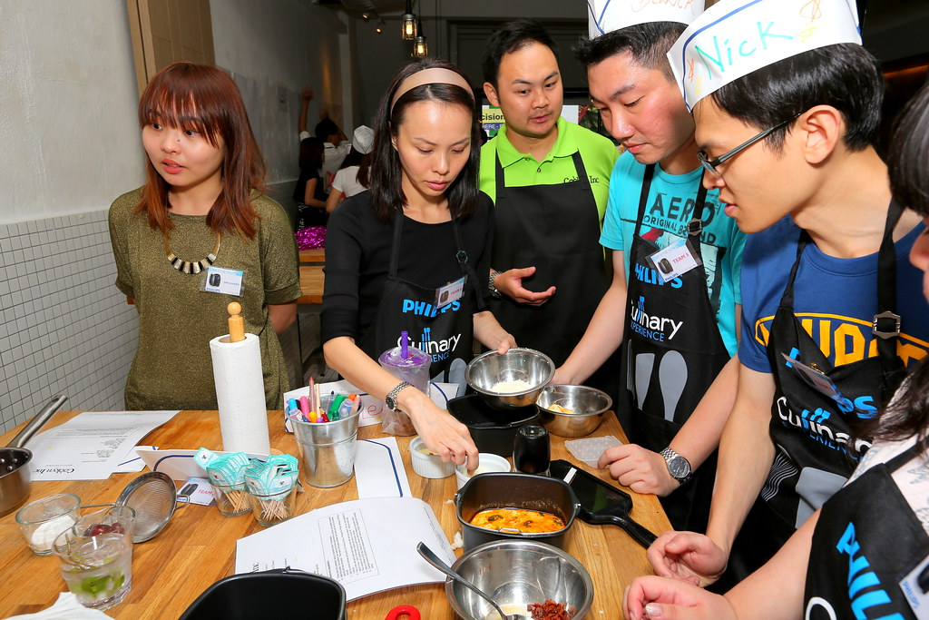 Listening at the Make Sio Bak Using Philips Airfryer event