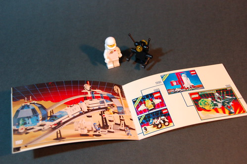 5002812 D2C Minifigure Retro Set 2014 (7)