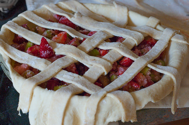 strawberry-rhubarb-pie-7