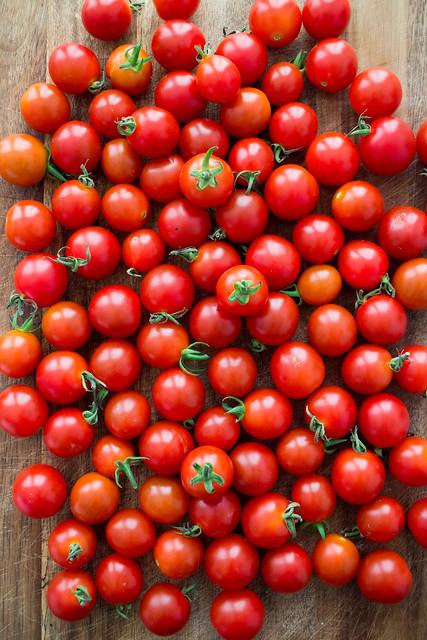 It's raining tomatoes!_11