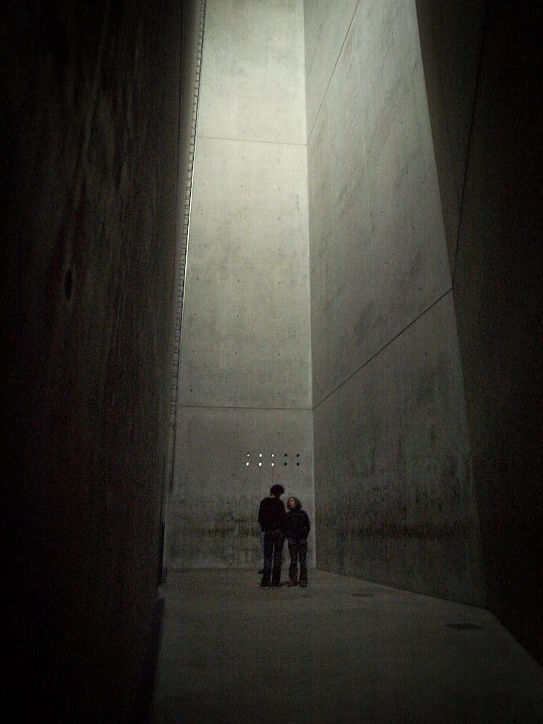Architecture à Berlin - Dans la tour de l'holocauste, musée juif, par Daniel Libeskind