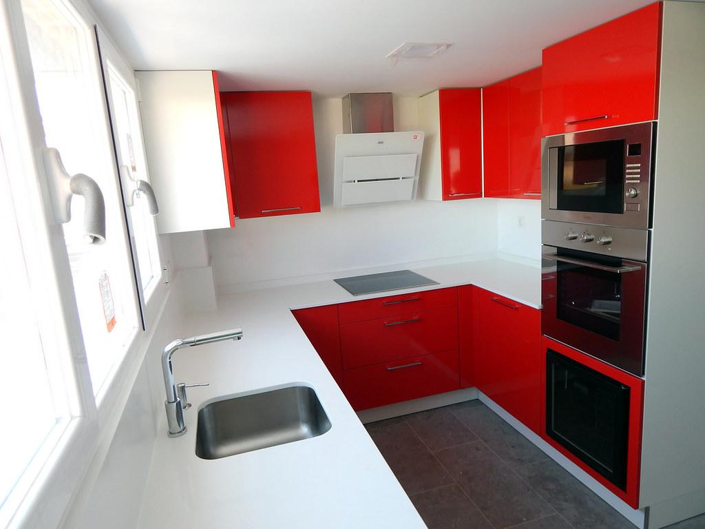 Muebles de cocina modelo neo en rojo for Esmalte para muebles de cocina