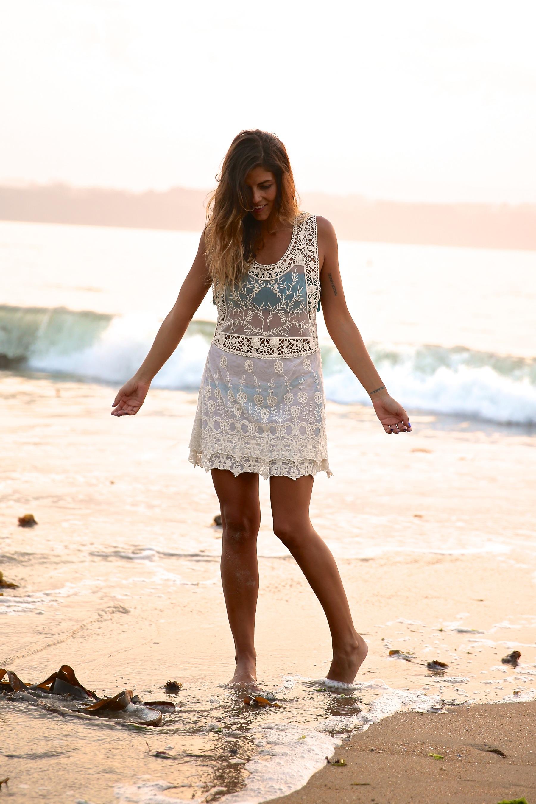 trendy_taste-look-outfit-street_style-boho-ootd-blog-blogger-fashion_spain-moda_españa-verano-crochet-vestido-bikini-hippie-dress-galicia-sunset-puesta_de_sol-piz_buin-9