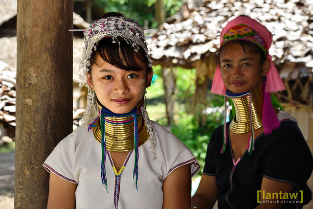 Kayan daughter and mother