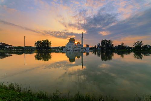 lake reflection sunrise mosque puchong assalam