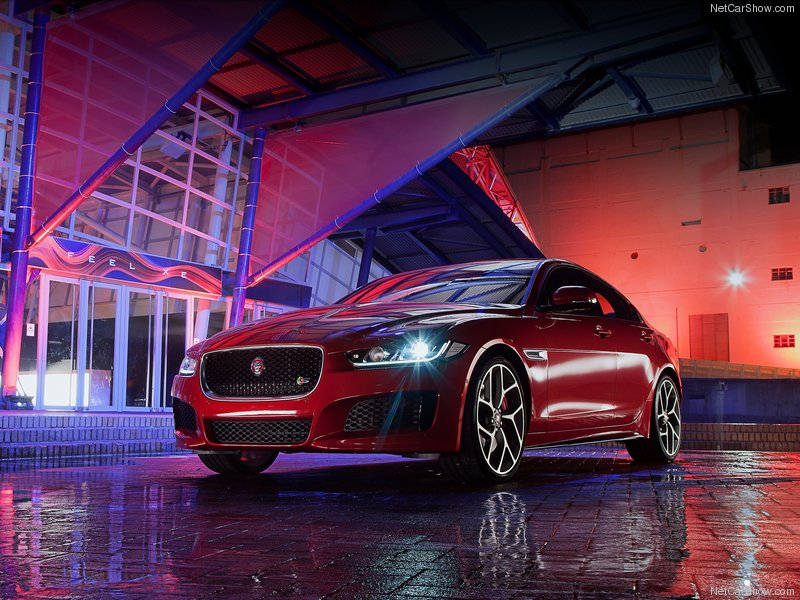 Jaguar-XE_S_2016_800x600_wallpaper_01
